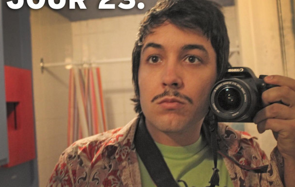 Movember, porn étrange et voyages astraux