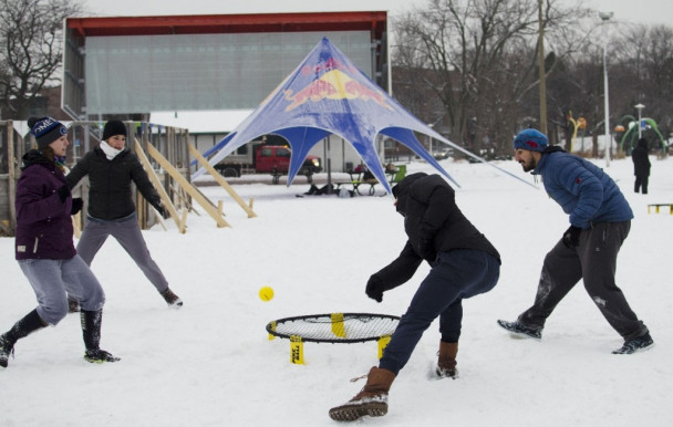 Un tournoi de spikeball qui frappe fort