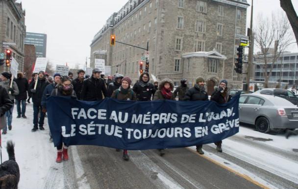 Les étudiants salariés font blocus contre l'austérité