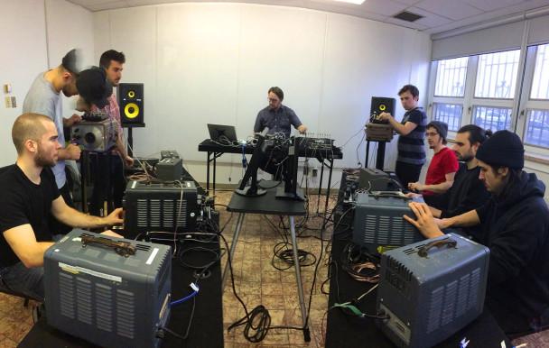 Oscillateurs en concert