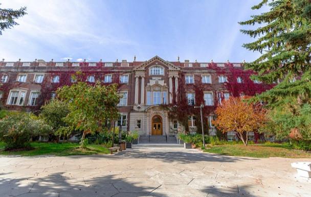 Hausse des droits de scolarité en Alberta pour les étudiants étrangers