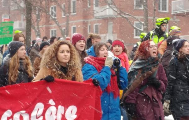 Manifestation au centre-ville contre l'exploitation des femmes en milieu scolaire et en stage