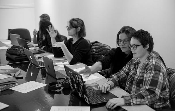 Un atelier pour multiplier les biographies de femmes sur Wikipédia