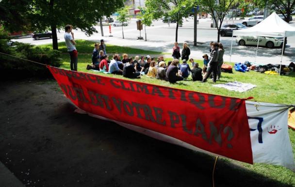 Premier échange entre les militants étudiants pour le climat et François Legault