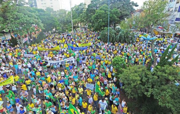 Les Brésiliens dans la rue pour l'université