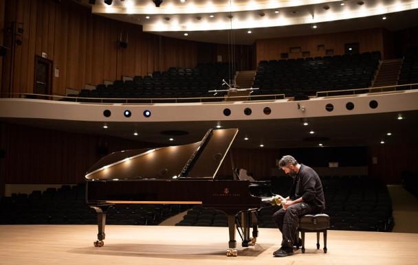 Un, deux, trois… pianos !