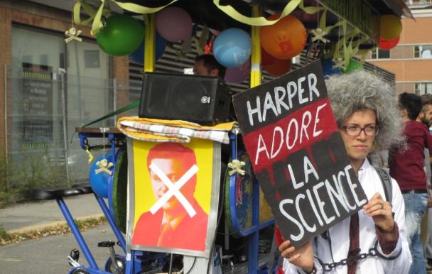 Manifestation artistique anti-conservateurs à Montréal