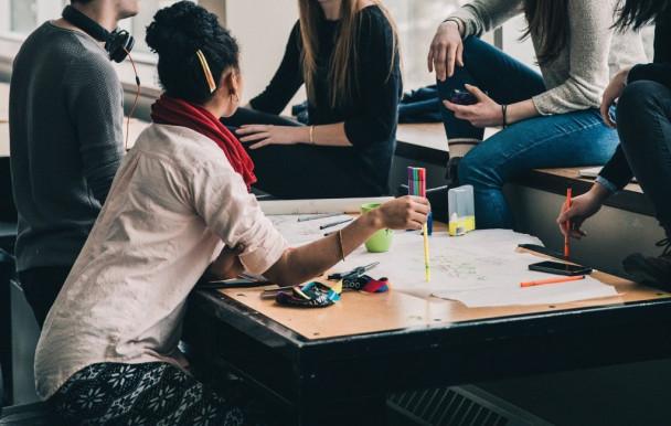 Le gouvernement mise sur les étudiants internationaux pour réduire la pénurie de main-d'œuvre