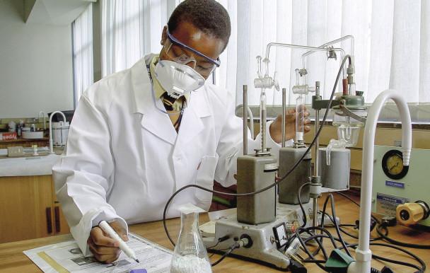 Les deux premiers programmes spécialisés en chimie au Québec