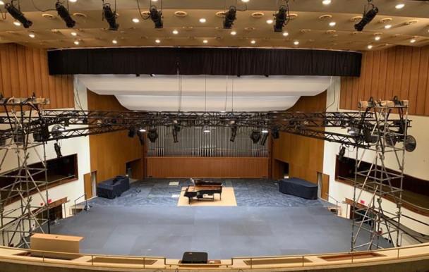 Une scène à 150 000 $ sauve la Faculté de musique