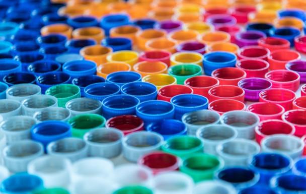 Ottawa prévoit de bannir six produits en plastique au Canada