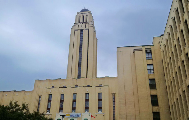 Amiante : une pétition pour que l'UdeM indemnise un ancien professeur
