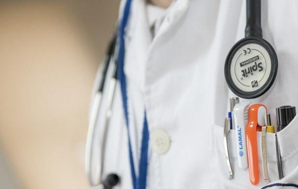 Québec veut former plus de médecins
