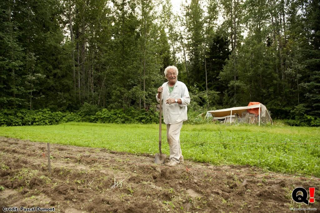 Pete, un ancien enseignant, a éprouvé le besoin de retourner à la terre il y a 35 ans pour retrouver une vie plus simple. (Crédit photo : Pascal Dumont)