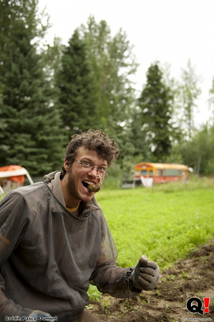 Jordan, 23 ans, a décidé de passer six mois à la ferme de Pete pour découvrir l'agriculture biologique. (Crédit photo : Pascal Dumont)