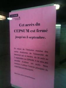Dans la station Édouard-Montpetit, l'accès vers le CEPSUM est fermé en raison de l'émission de cartes étudiantes.