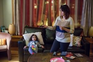 Sarah utilise quelques fois le dessin animé Pocahantas pour divertir sa fille et pouvoir se mettre au travail. (crédit photo : Arthur Juchereau)