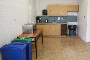 Les résidences de l'Université Concordia comportent de modestes cuisines, car des repas sont compris dans le prix du loyer. (crédit photo : Adil Boukind)