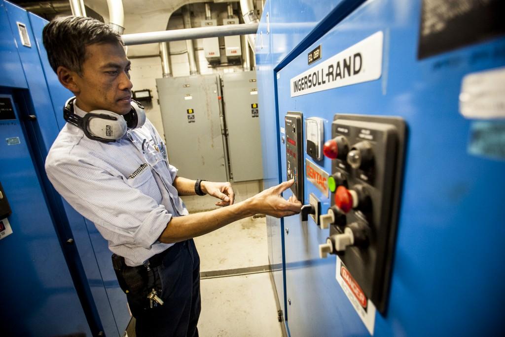 sans l'opérateur, les chauffages ne seraient jamais contrôlés. (crédit photo : Adil Boukind)