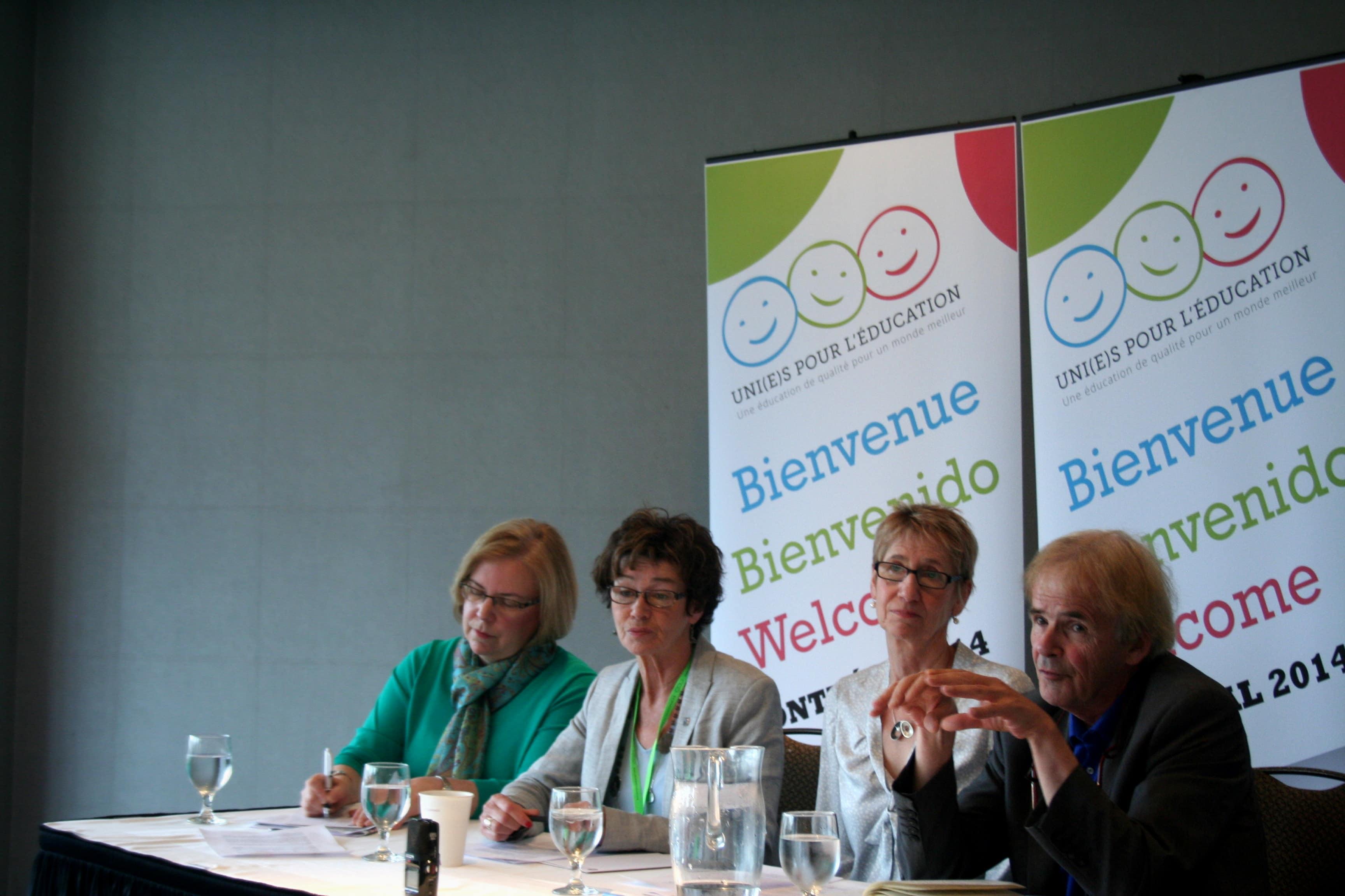 De gauche à droite : Fred Van Leewen, Susan Hopgood, Louise Chabot et Dianne Woloschuk (Crédit photo : Charles-Antoine Gosselin)
