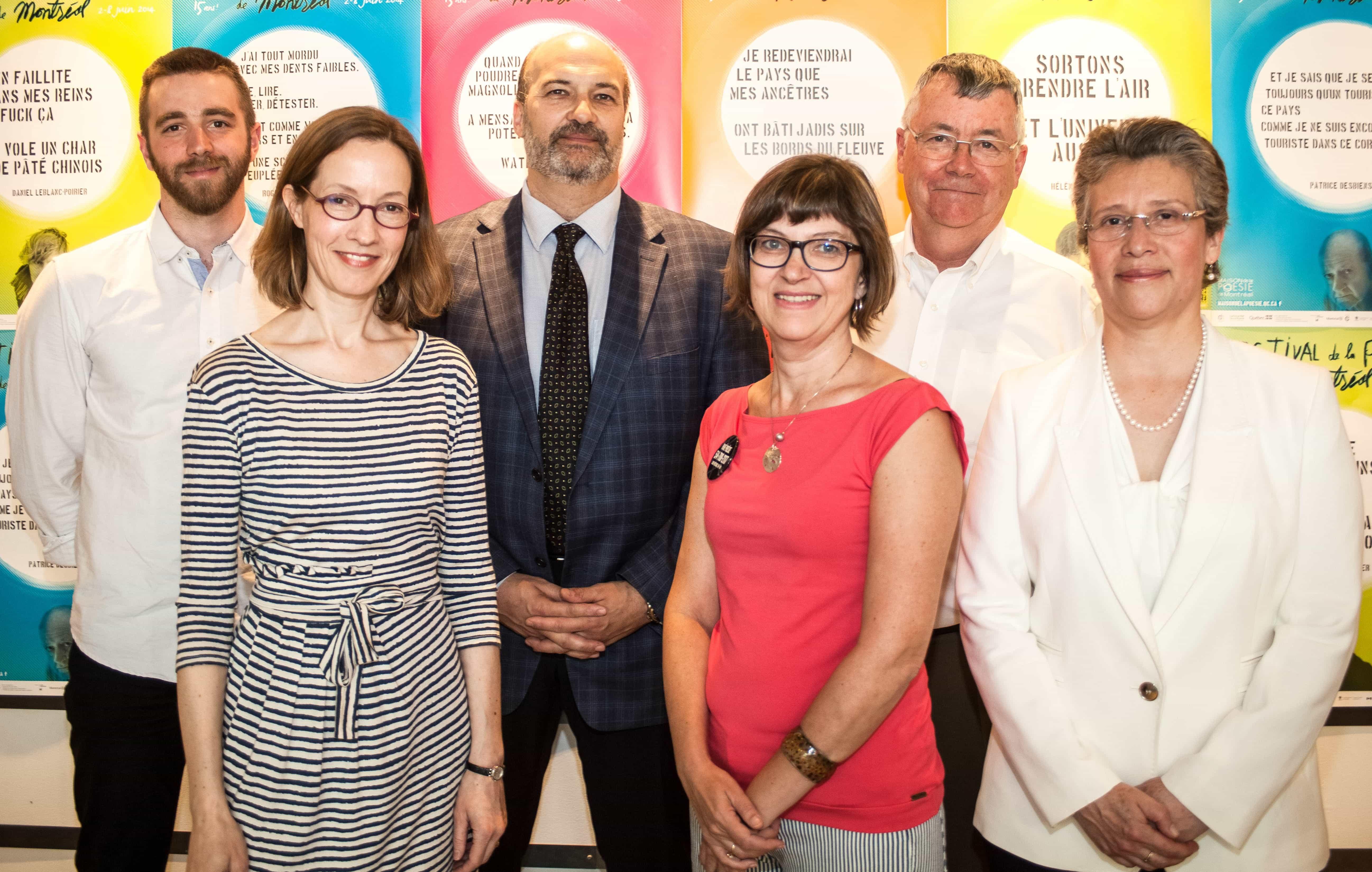 La Maison de la poésie a dévoilé la programmation du 15e Festival de la poésie de Montréal le 21 mai au Café du théâtre Aux Écuries, en présence de plusieurs poètes, éditeurs et partenaires.     (Crédit photo: Léa Lacroix)
