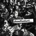L'album de Gesamtkunstwerk de Dead Obies montre les rappeurs du groupe au sommet de leur forme. Quartier Libre donne une note de 4/5 à l'album.  Crédit Photo : Courtoisie Dead Obies