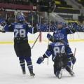 L'équipe de hockey des Carabins lors du deuxième match de la demi-finale provinciale, le 27 février dernier. Photo : Sarah Bouchaïb.