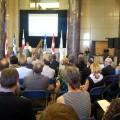 La ministre du Développement international et de la Francophonie, Marie-Claude Bibeau, anonçant l'investissement de la part d'Apogée Canada. Photo : Alice Mariette.