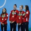 Les nageuses Sandrine Mainville, Chantal van Landeghem, Taylor Ruck et Penny Oleksiak ont remporté le bronze aux jeux de Rio au relais 4x100m style libre. Courtoisie Comité Olympique Canadien
