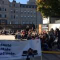 Les manifestants rassemblés devant les bureaux du ministre de la santé Gaëtan Barette. Facebook: Courtoisie FIDEP.
