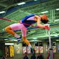 La Rencontre Martlet de McGill propose des épreuves de courses, de lancers et de sauts, comme le saut en hauteur. Crédit photo : Mathieu Gauvin.