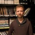 Le postdoctorant et coordonnateur scientifique de TECHNÈS, Rémy Besson dans le laboratoire CinéMédias. Crédit photo : Mathieu Gauvin.