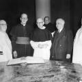 Cérémonie d'investiture à la maîtrise en sacrée théologie de Louis B. Geiger en 1960.  Crédit photo : Courtoisie Division de la gestion des documents et des archives de l'UdeM