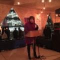 """La ministre de l'éducation et de l'enseignement supérieur, Hélène David, a rappelé aux étudiantes de toujours garder leurs ambitions lors de l'inauguration de l'exposition """"40 Femmes"""". Photo:  Courtoisie FAÉCUM."""