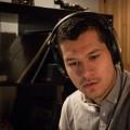 L'étudiant à la majeure en musiques numériques Camilo-José Rivera-Tamayo dans son studio. Crédit photo : Mathieu Gauvin.