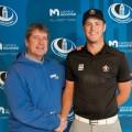 L'entraîneur-chef de l'équipe de golf des Carabins, Daniel Langevin, en compagnie d'Hugo Bernard/Photo : Courtoisie Carabins de l'Université de Montréal