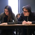 Pour l'année scolaire 2015-2016, le plus grand nombre de cas de plagiat rapportés au premier cycle est à la Faculté des arts et des sciences, avec 126 infractions. Aux cycles supérieurs, la Faculté de droit rapporte 17 cas, le nombre le plus élevé parmi les différentes unités de l'UdeM. Crédit photo : Mathieu Gauvin.