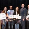 L'équipe Treillissimo, ici accompagnée du jury, a obtenu la première place du concours en plus du prix pour l'esthétique de leur design. (Crédits: Courtoisie Polyphoto)