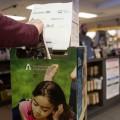 Des boîtes prévues pour le dépôt de livres sont installées aux différentes librairies et bibliothèques de l'UdeM. Crédit photo : Marie Isabelle Rochon.