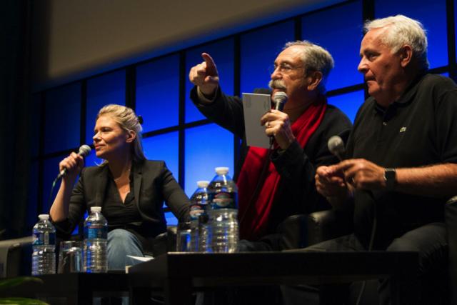 La journaliste et auteure de «Le Monde Libre», Aude Lancelin, à gauche, a dénoncé l'asservissement de la presse à ses actionnaires lors de la conférence «L'information, propriété privée».