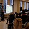 Le spécialiste en traitement des eaux Guy Coderre lors de sa conférence à Concordia durant le Jour de la Terre. (Crédits : Courtoisie Justice Climatique Montréal)