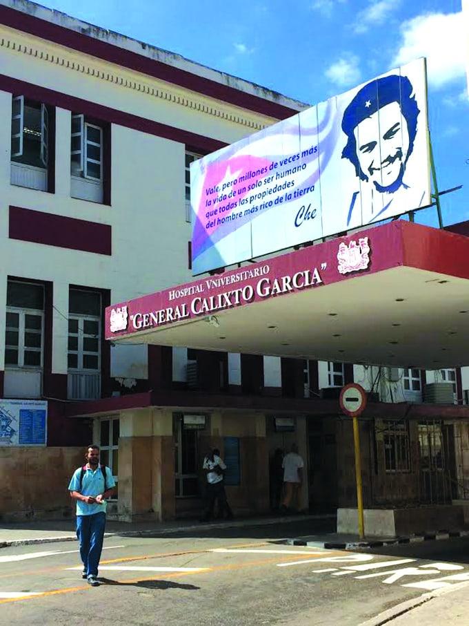 L'entrée de l'hôpital général Calixto Garcia, à La Havane. Crédit photo : Courtoisie Mariève Deschamps-Band.