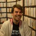 Kevin Lambert travaille également à la libraire le Port de tête. Crédit photo : Marie Isabelle Rochon.
