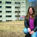La responsable du programme P.A.U.S.E., Anne-Marie Smith, sur le site de l'espace pour la biodiversité. Crédit photo : Marie Isabelle Rochon.