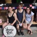 Les organisateurs du Home Run Rosalie Dell'Aniello, Jérémy Carmichael et Sophie Daunais au Café Oui Mais Non, le quartier général de leur festival. (Photo: Etienne Galarneau)