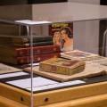 L'exposition présentée à la BLSH regroupe une soixantaine d'objets tirés de la collection de Bérengère Vachonfrance. (Photo : Jèsybèle Cyr)