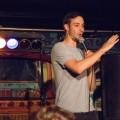 Samuel Bergeron monte sur la scène du Zaz Bar chaque semaine à l'occasion des Lundis Open-Mic. (Photo : Jèsybèle Cyr)