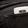 Les téléphones cellulaires sont un des outils mobiles et abordables qui permettent de capter sons et images. (Photo : Jèsybèle Cyr)