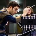 Le professeur et chef d'orchestre de la Faculté de musique Jean-Michaël Lavoie en répétition avec ses élèves. (Photo : Laura-Maria Martinez)