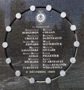 La plaque commémorative rendant hommage aux 14 victimes de Polytechnique (Photo: Wikimedia Commons)